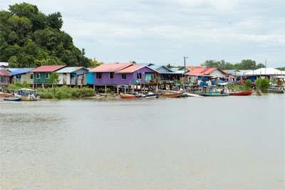 Bako Village - Hier startet die Bootsfahrt in den Park