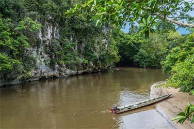 Fahrt auf dem Melinau River im Mulu Park