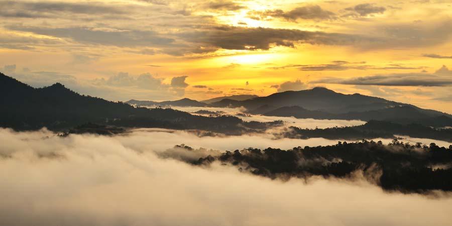 Sonnenaufgang im Danum Valley