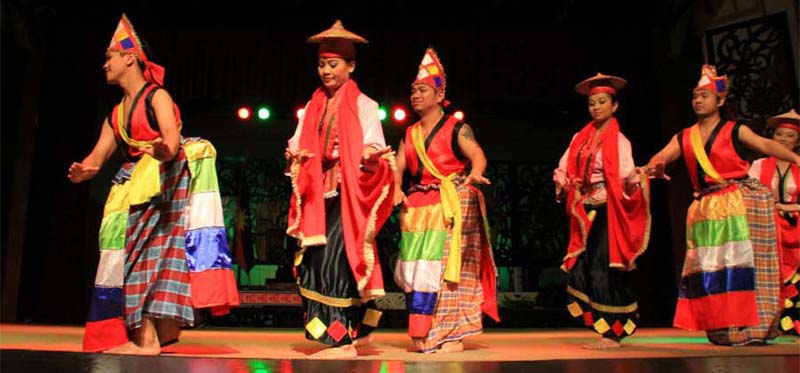 Kultureller Tanz im Sarawak Cultural Village