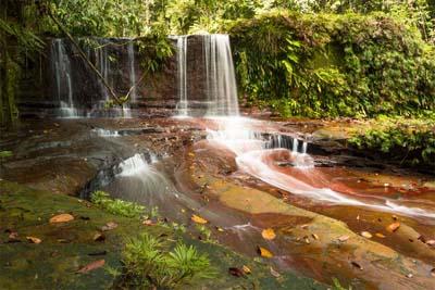 Wasserfall im Lambir Hills Nationalpark